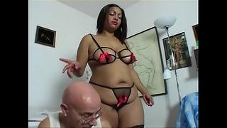 Black Chunky Chick Has A Good vagin to lízání