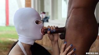 Mad elskerinde forbliver sexslaver i sin gård