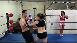 Femdom Boxing Beatdowns - Wimp modtager domineret