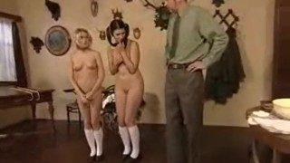 ロシアのXNUMX代のレズビアン、スパンキング、笞、ストラップ、フィグ、ソープ、浣腸