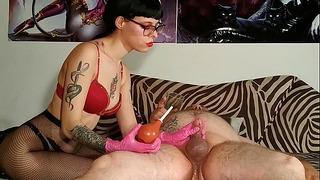 Beth Perverted –彼女自身のおしっこPt2高品質のホットゴスドミナ尿道拷問