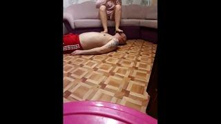 Pedikúra nôh na tvári ruská